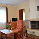 Domek - pokój wypoczynkowy z kominkiem