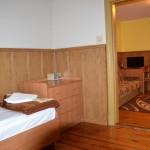 Apartament 3 osobowy - widok z sypialni
