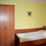Domek. Sypialnia z dwoma łóżkami.