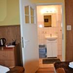 Pokój 4 osobowy z widokiem na jezioro - łazienka